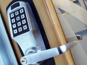 Eddie and Suns locksmith office lock change